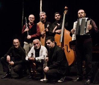 moni-ovadia-stage-orchestra
