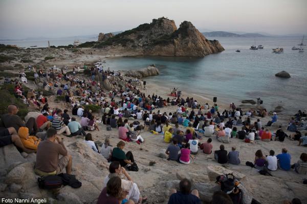 Isole che Parlano, live a Cala Corsara (Isola di Spargi) - Foto di Nanni Angeli ©