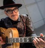 Elvis Costello: il suo obiettivo è (ancora) vero e sincero.