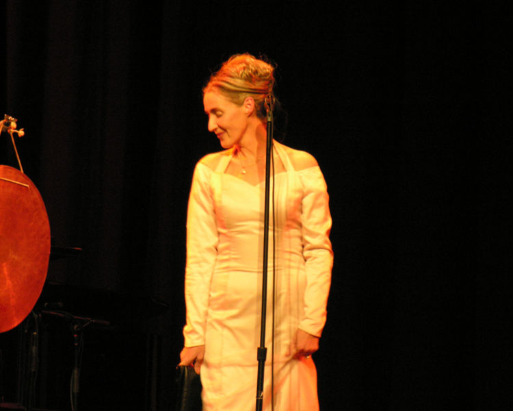 750px-Lisa_Gerrard,_The_Forum,_Melbourne,_April_2,_2007.jpg